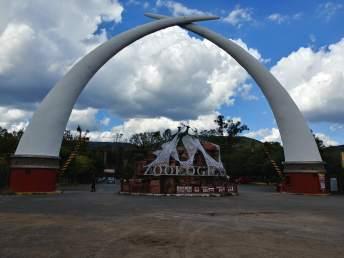 Main entrance to Leon Zoo